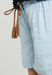 MAMALICIOUS - MLADORA - Shorts - light blue denim - 4