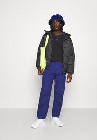 adidas Originals - PAD HOODED PUFF - Kurtka zimowa - black - 4
