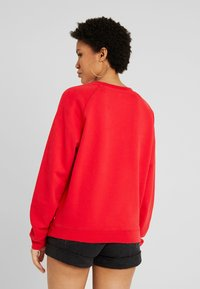 Levi's® - RELAXED GRAPHIC CREW - Sweatshirt - brilliant red - 2