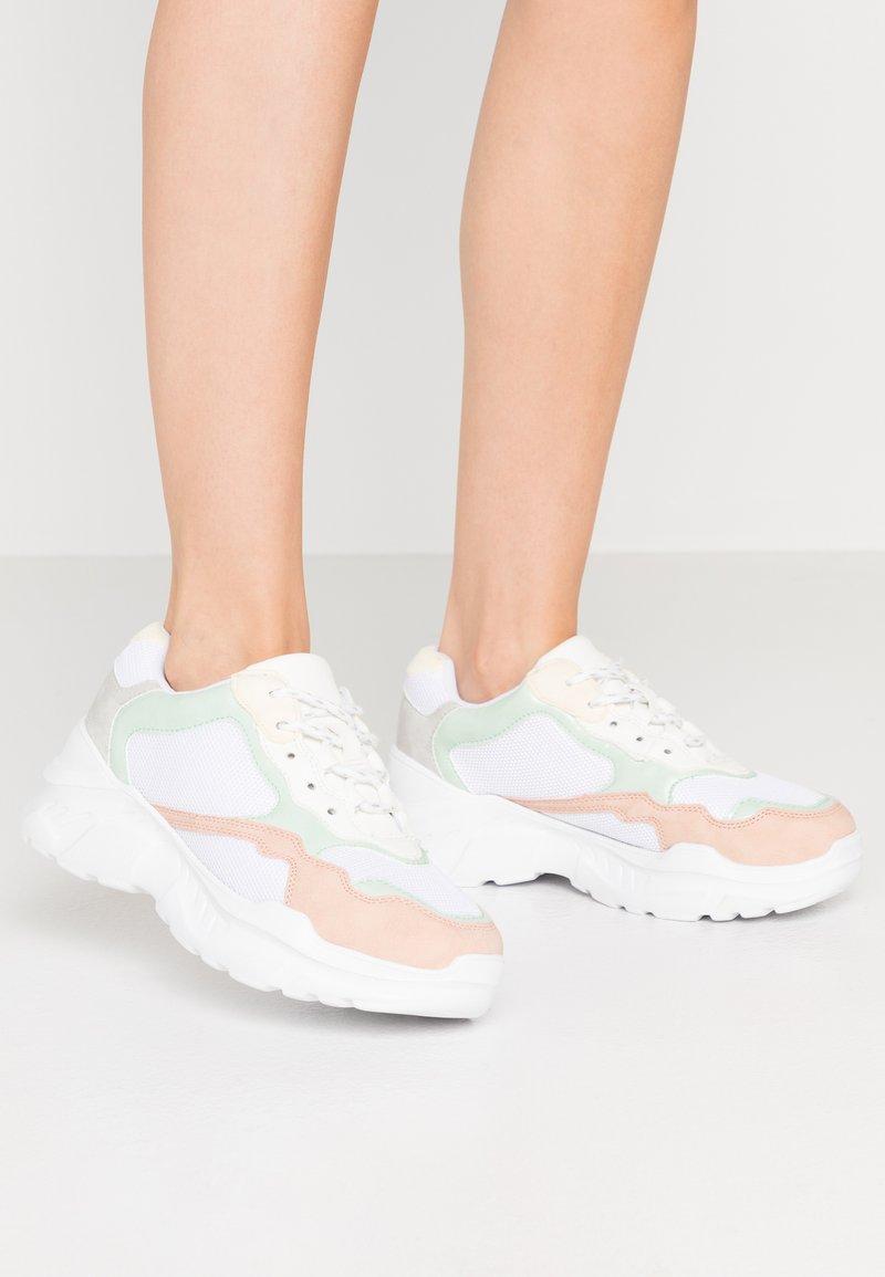 Miss Selfridge - TUCKER CHUNKY TRAINER - Sneakersy niskie - multicolor