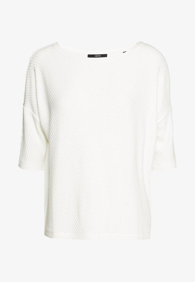 KERENA - T-shirt con stampa - milk