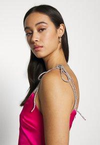 Missguided - DIAMANTEN LOOK TIE STRAP DRESS - Cocktail dress / Party dress - hot pink - 3