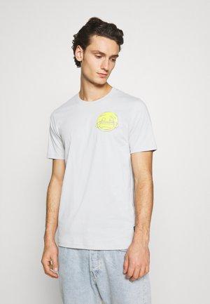PUMA X EMOJI  - Print T-shirt - gray violet