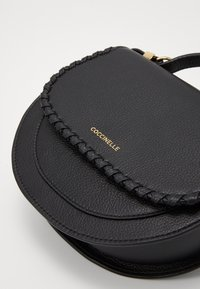 Coccinelle - SIRIO WHIPSTITCH SADDLE - Across body bag - noir - 4