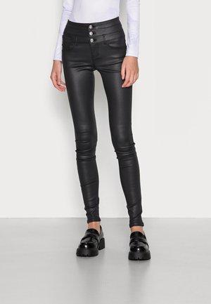 ONLCHRISSY COATED TRIPLE WAISTBAND - Kalhoty - black