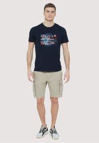 Napapijri - SEY - Print T-shirt - dark blue - 1
