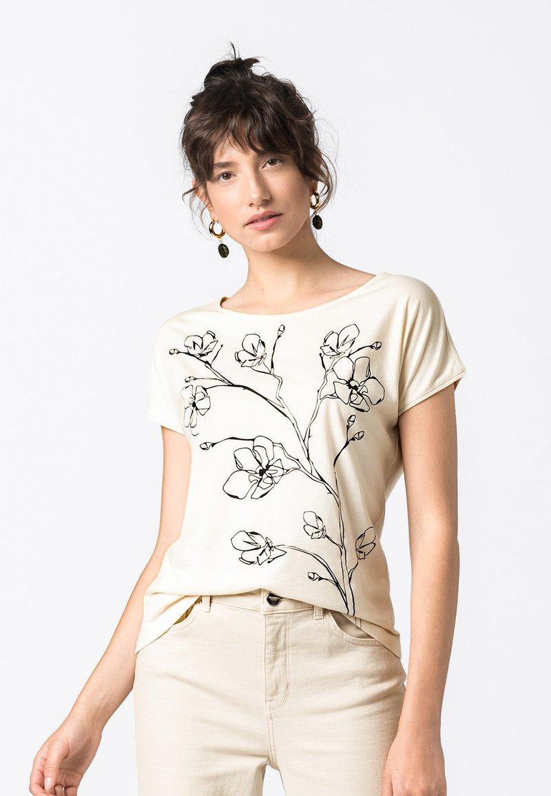 HALLHUBER - Print T-shirt - creme