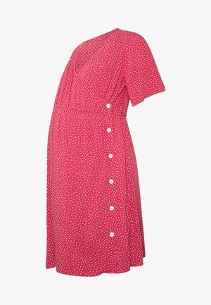 NURSING DOTTED DRESS CROSSED WITH BUTTON - Košilové šaty - strawberry