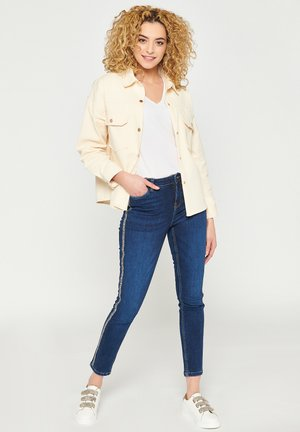 WITH CHEST POCKETS WITH FLAP - Summer jacket - white