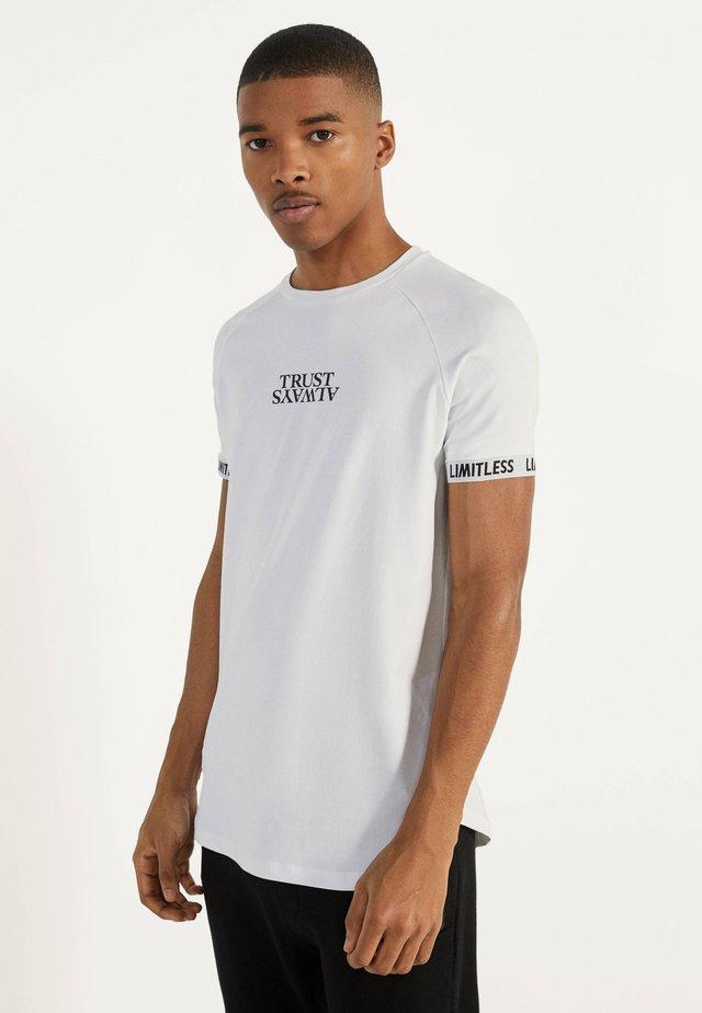 MIT GRAFIK - T-shirt imprimé - white
