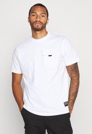 UTILITY SLEEVE FRONT POCKET - T-shirt basic - white