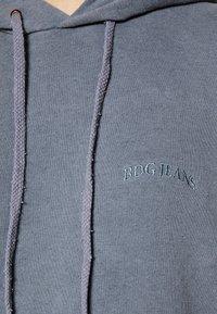 BDG Urban Outfitters - SKATE HOODIE - Hoodie - blue - 4