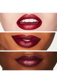 MAC - SATIN LIPSTICK - Lipstick - rebel - 1