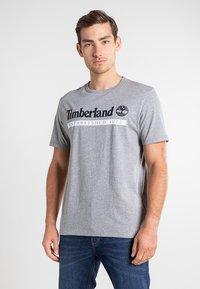 Timberland - Print T-shirt - medium grey heather-white - 0