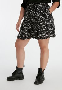 MS Mode - WITH BOW BELT - Shorts - multi black-white - 0