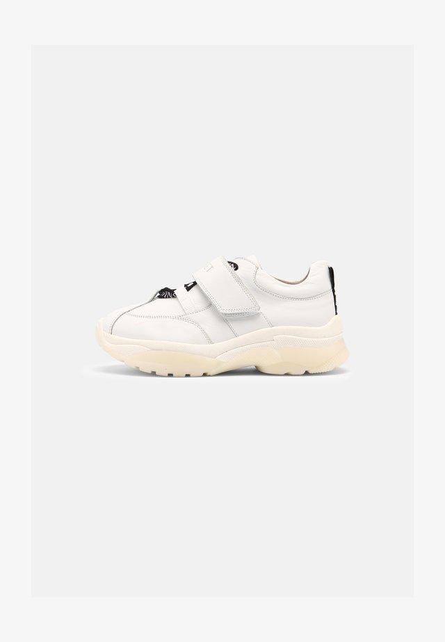CHUNKY - Sneakersy niskie - off white