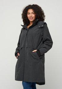 Zizzi - VERSTELLBARER - Waterproof jacket - black - 0