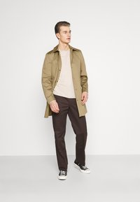 Selected Homme - SLHNEW TIMELESS  - Trenchcoat - petrified oak - 1