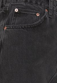 BDG Urban Outfitters - PUDDLE  - Flared Jeans - washed black - 2