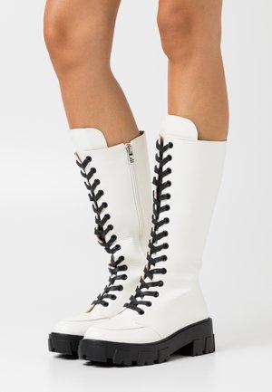 HANNAH - Platåstøvler - white