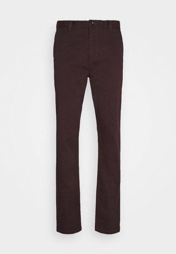 STUART CLASSIC - Chino kalhoty - bordeaubergine