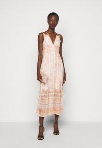 Hope & Ivy Tall - Maxi šaty - offwhite/orange - 1