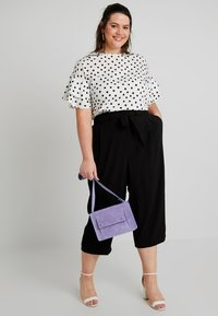 New Look Curves - EMERALD TIE WAIST CROP - Trousers - black - 1