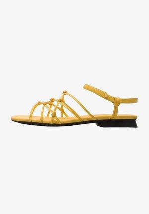 CASI MYRA - Sandaalit nilkkaremmillä - gelb