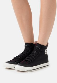 Diesel - High-top trainers - black - 0