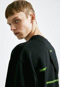 PULL&BEAR - Sweatshirt - mottled black - 4