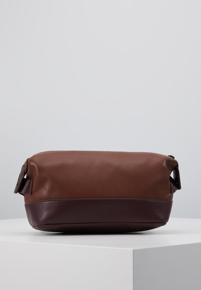 VEGAN WASHBAG - Wash bag - brown