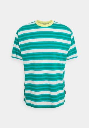 STRIPE TEE - Print T-shirt - green/aqua