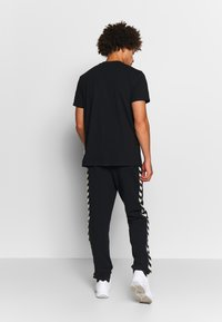 Hummel - MOVE CLASSIC PANTS - Tracksuit bottoms - black - 2