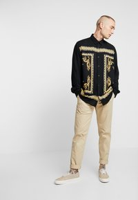 Only & Sons - ONSVP JOHN REGULAR FIT - Skjorter - black/golden - 1