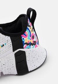 Nike Performance - FREE METCON 3 - Sports shoes - white/baltic blue/pink blast/black - 5