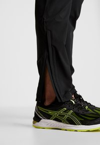 Under Armour - STORM LAUNCH PANT - Trousers - black - 4