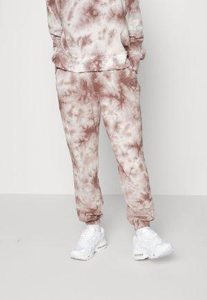 PCCHILLI PANTS - Teplákové kalhoty - ash rose