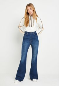Levi's® - 70S HIGH FLARE - Flared Jeans - standing steady - 2