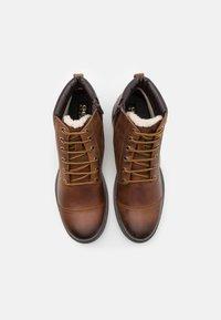 Geox - RHADALF - Šněrovací kotníkové boty - browncotto - 3