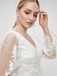 YAS - YASBRIDIE MAXI DRESS - Společenské šaty - star white - 4