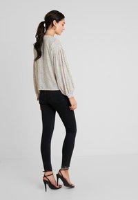 Mavi - ADRIANA - Jeans Skinny Fit - black denim - 2