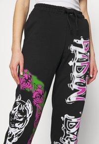 Jaded London - CUFFED JOGGER RIDIN' DIRTY GRAFFITI PRINT - Pantalones deportivos - multi - 5