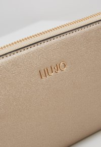 LIU JO - ZIP AROUND - Lommebok - gold