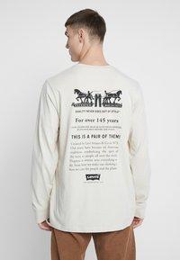 Levi's® - RELAXED GRAPHIC TEE - Långärmad tröja - fog - 0