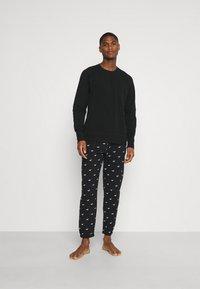 Hollister Co. - LOUNGE BOTTOM JOGGERS - Pyjama bottoms - black - 1