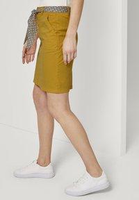 TOM TAILOR - Pouzdrová sukně - deep golden yellow - 3