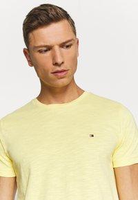 Tommy Hilfiger - SLUB TEE - Basic T-shirt - yellow - 3