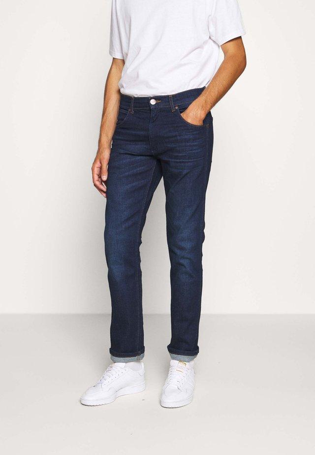 GREENSBORO - Straight leg jeans - dark fever