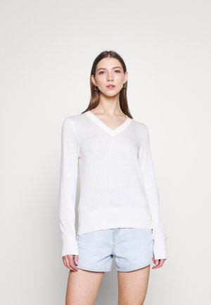 LIGHTWEIGHT WITH FITTED WAIST AND V-NECK - Jumper - ecru