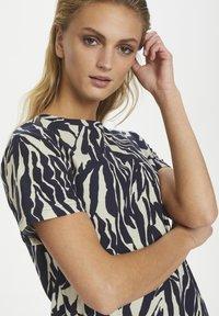 Soaked in Luxury - SLSALLIE  - Print T-shirt - zebra strokes blue - 4